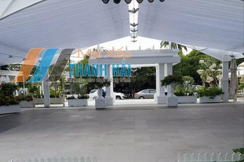 thi công mái xếp nhà hàng sân vườn