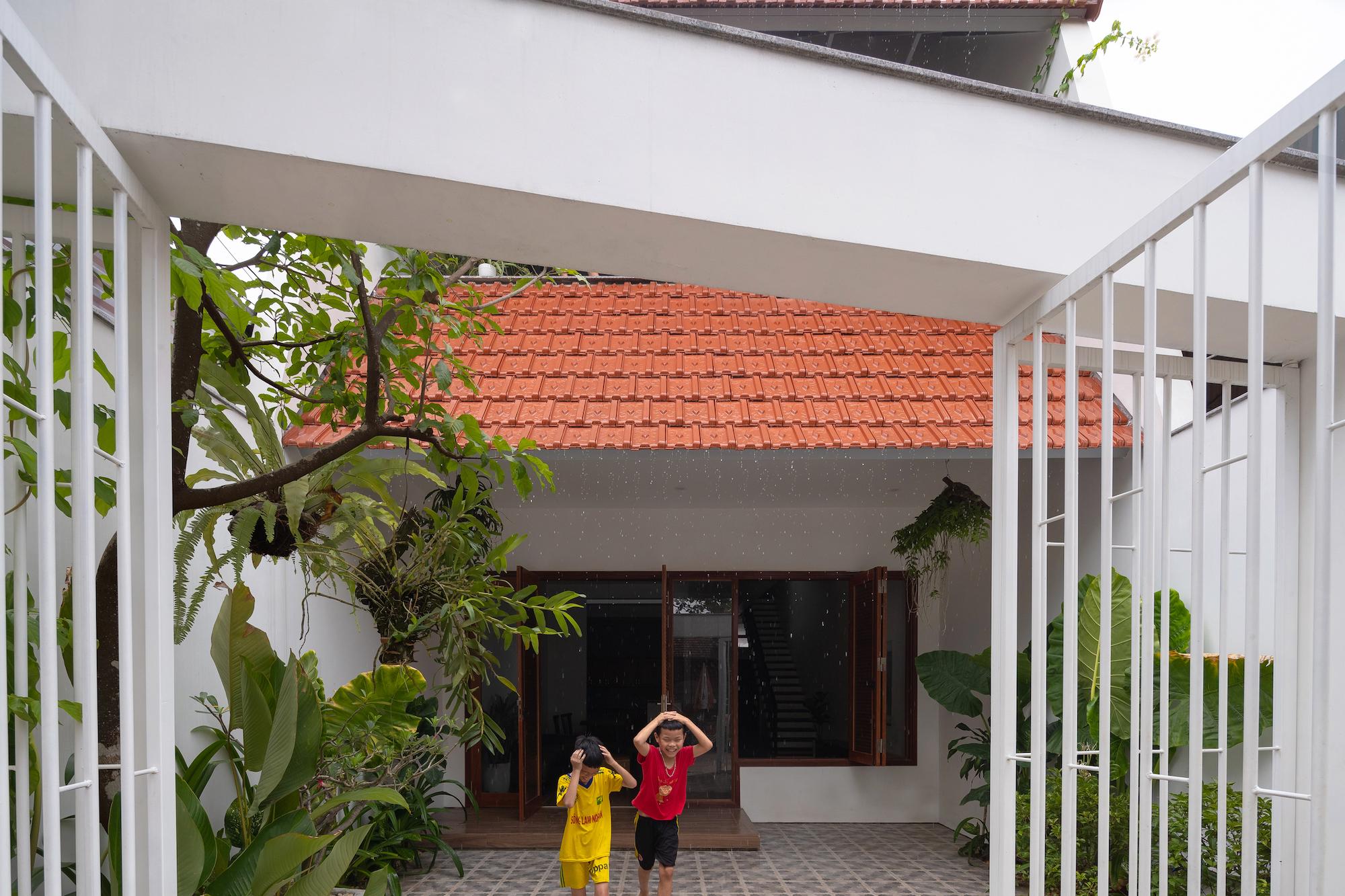 cổng nhà mái ngói khung sắt